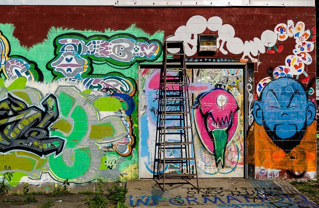 008-9366_graffiti_201405311